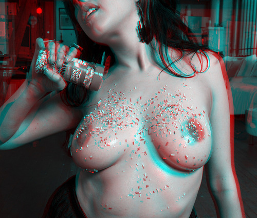 3D anaglyph breasts