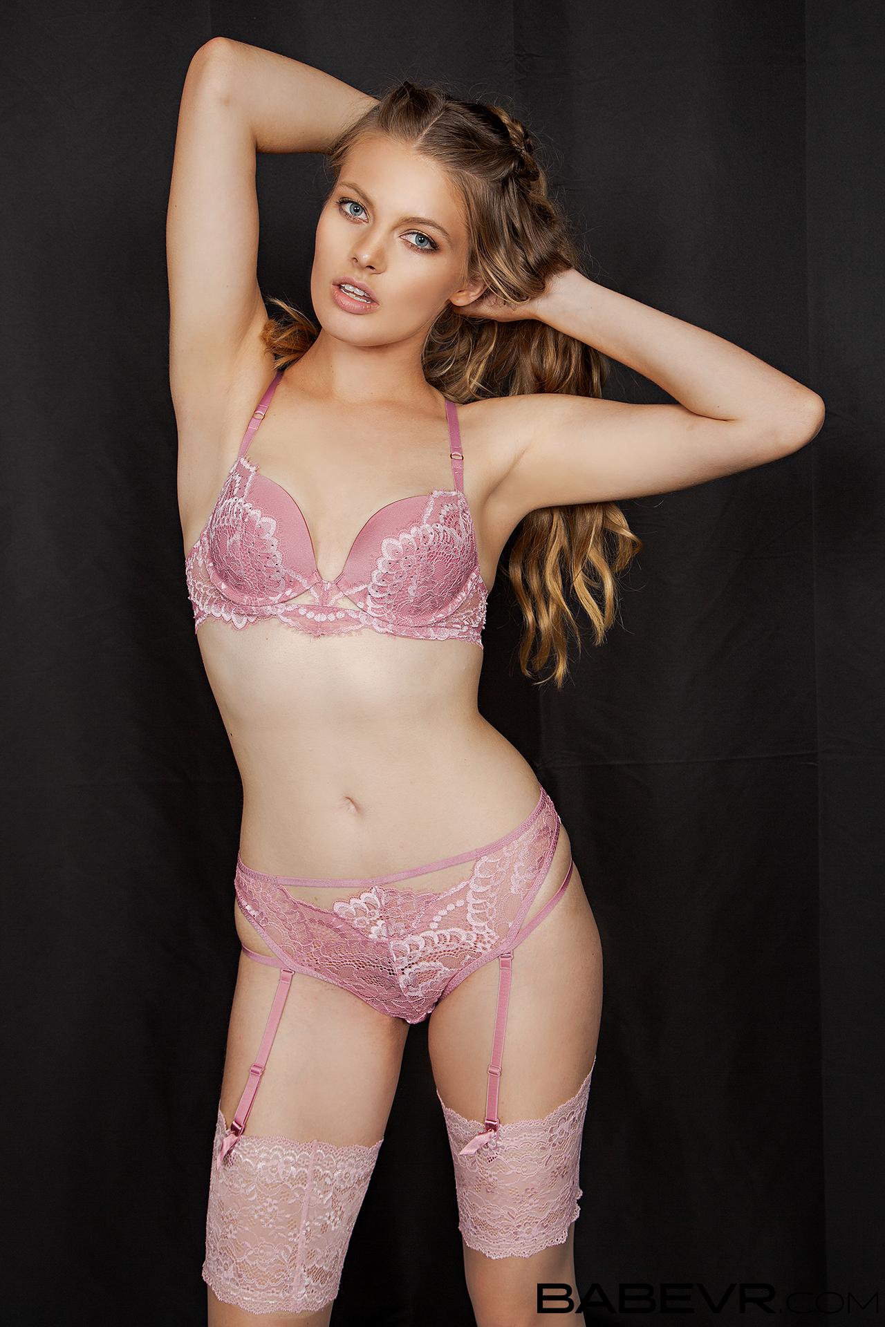 Sophie Sparks vr girl posing in lingerie